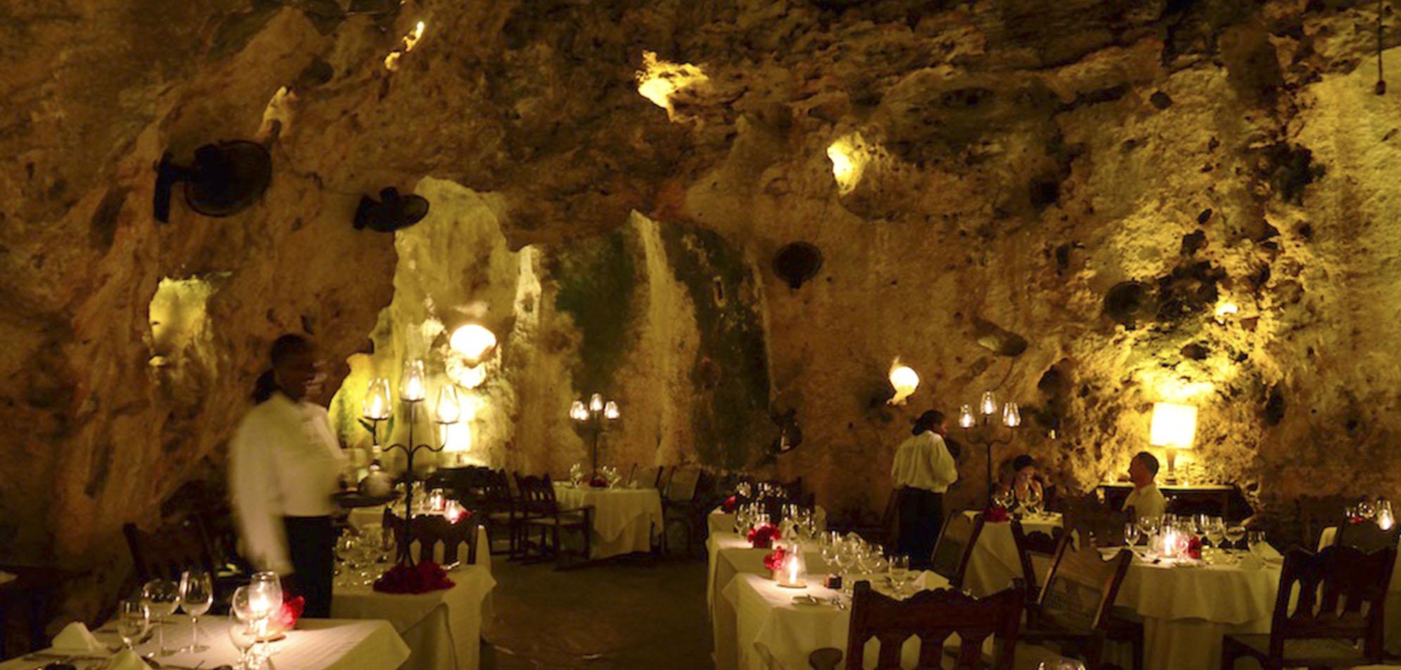 Ali-Barbour-Restaurante en una cueva- Kenia