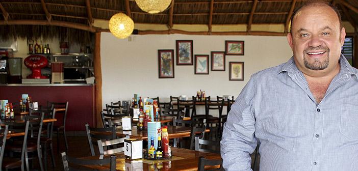 Héctor René Pérez propietario del restaurante El Puerto en México