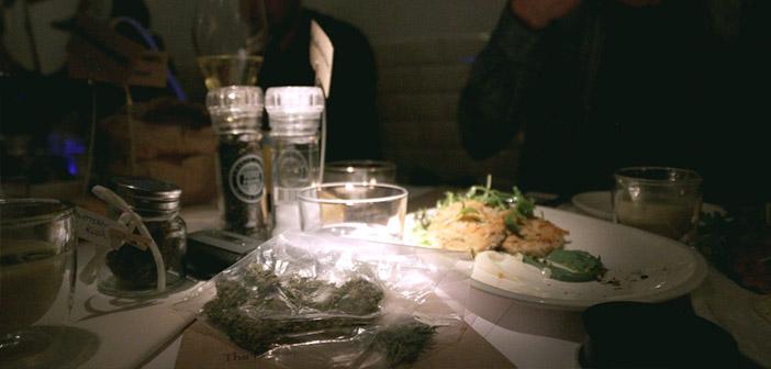 El restaurante no vende marihuana pero si traes la tuya no hay problema con que la vaporees, nunca fumada