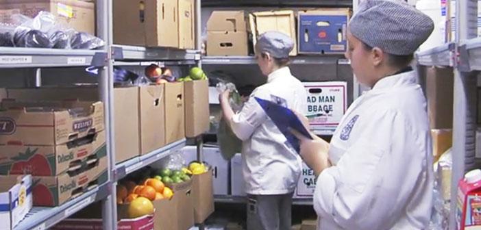 La gestión sostenible de un restaurante pasa por tener un inventario actualizado con el fin de evitar el desperdicio de alimentos y, en consecuencia, ahorrar el máximo dinero posible.