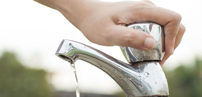 Los restaurantes sostenibles ponen en marcha medidas como utilizar el lavavajillas solo cuando está lleno, instalar grifos con sensores de movimiento, tener retretes de bajo flujo o urinarios sin agua.