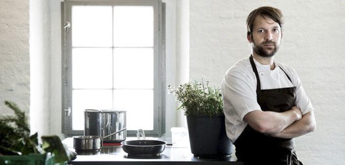 El chef danés René Redzepi que se declara gran aficionado al heavy metal, tanto que cada vez que cocina ha de escuchar este género.