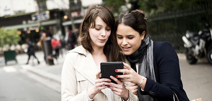 La red social de Zuckerbeg permite de una manera sencillamente magistral segmentar a la audiencia, a los usuarios y permite dirigir el mensaje directamente a la gente que interesa.