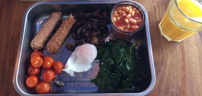 Esta ya no es cuestión de que te sirvan el desayuno en una bandeja de quirófano, sino de la presentación en general.