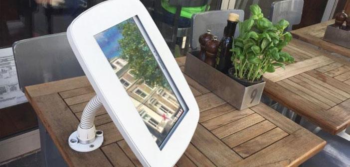 Mesas digitales que proyectaban los platos de la carta para escoger y algunas terrazas con tablets en las mesas. Pantallas para hacer pedidos desde tu mesa.