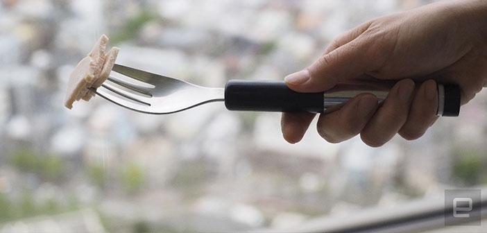 """""""ELECTRO"""" un tenedor eléctrico que genera pequeñas descargas de corriente en la lengua que sustituye la sensación de sabor salado cuando el cliente presiona un botón."""