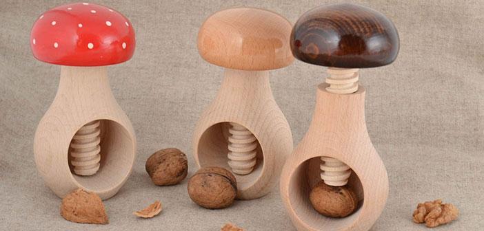 Conjunto de rompenueces de madera con forma de setas 3 piezas.