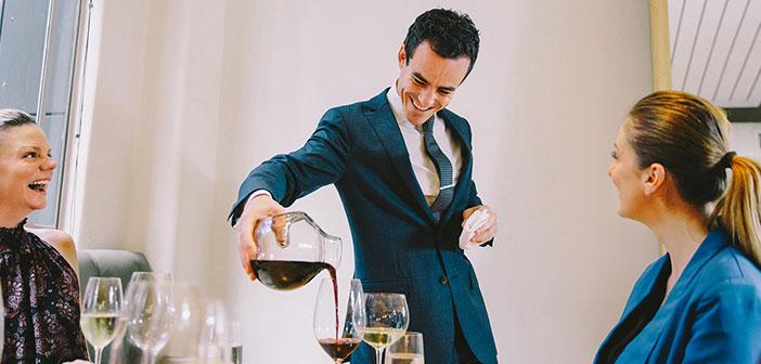 La primera idea es que el vino es importante en el restaurante y le da prestigio, algo que muchos restauradores no parecen tener tan claro.