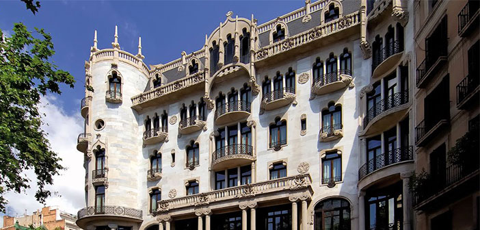 En España se eligió un entorno único como son los salones del Hotel Casa Fuster, en pleno centro de la ciudad condal.