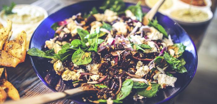 Una ensalada, una sopa de verduras o vegetales a la plancha son opciones muy saludables.