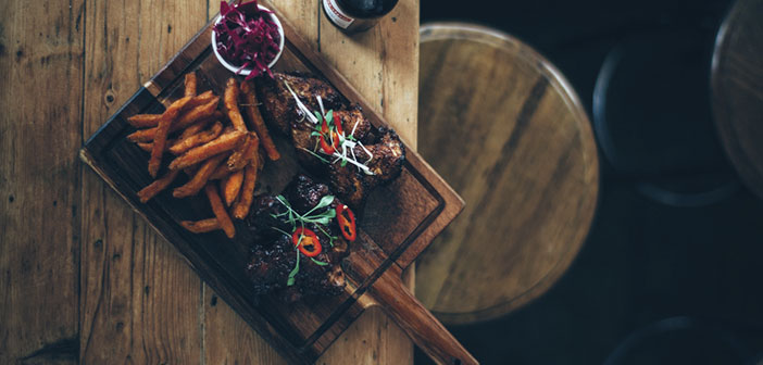 Sí, la rentabilidad o calidad de la gastronomía de un bar o restaurante es fundamental, pero no lo es todo, el servicio ofrecido durante la experiencia de un comensal cumple un papel igual de determinante.