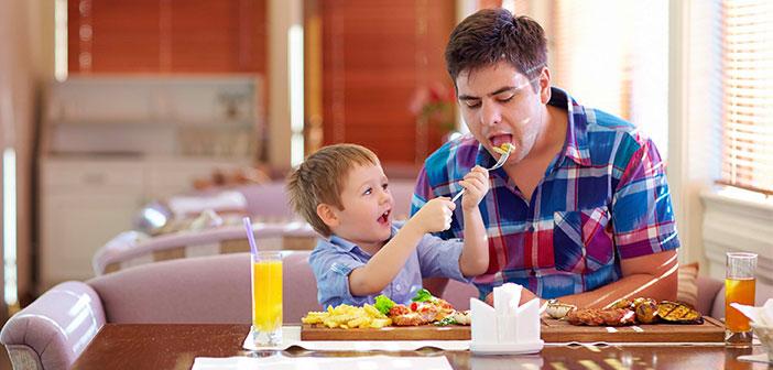 En definitiva, los menús infantiles se alejan radicalmente de lo que podríamos considerar una alimentación saludable. Muy al contrario, están repletos de calorías, grasas saturadas y azúcares.