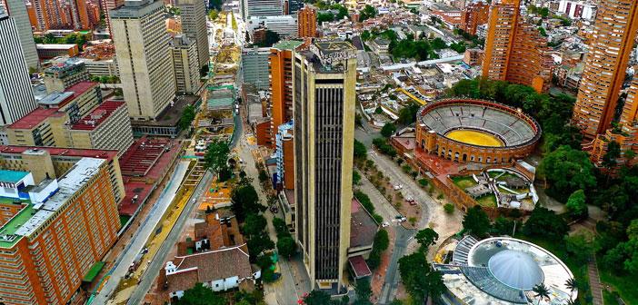 Bogotá me recibe un domingo de marzo silenciosa y vacía, muy lejos de esa idea preconcebida que tenía de ciudad caótica y ruidosa, como si se hubiera detenido el mundo en esta otra parte del océano.