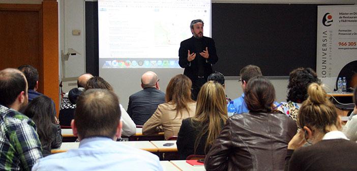 Diego Coquillat impartiendo una clase dentro del Máster en Dirección de Restaurantes de GastroUni en Madrid.