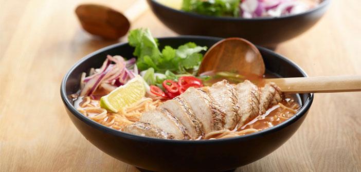 Su carta empieza por los Side Dishes, que pueden ser considerados unos entrantes por su tamaño algo más reducido, y continúa integrando diferentes formas de cocina asiática como pueden ser el ramen o el teppanyaki. Un aviso para debutantes, las raciones al estilo Wagamama son generosas.