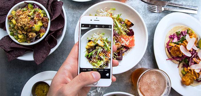 Una vez tenemos la foto perfecta, la publicaremos en nuestras redes sociales. Instagram es el rey a la hora de subir fotos relacionadas con el mundo gastronómico, ya sean de nuestros platos o de las instalaciones. Recuerda, no estamos vendiendo nada, intentamos enamorar al usuario, que sienta la necesidad de seguirnos y, finalmente, venir a probar nuestros platos.