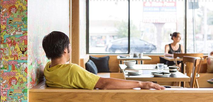 Muchos de tus clientes serán de cercanía, acudirán porque viven por la zona, porque trabajan a poca distancia o porque pasan por el restaurante. Además, que el local sea espacioso y cómodo hace que la primera impresión de los clientes sea mucho más positiva.