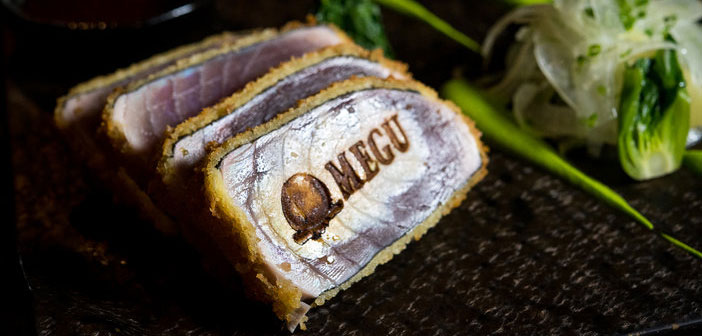 En el Dream Hotel, también de Nueva York, el reabierto Megu ofrece rodajas de Atun Katsu que han sido marcadas con un hierro caliente con forma del nombre y el logotipo del restaurante.