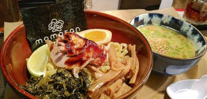 Un ejemplo de ello, es el nuevo E.A.K. Ramen de Nueva York, el segundo restaurante en territorio estadounidense de esta popular cadena japonesa, que en el alga nori que acompaña al plato de ramen, se ha impreso el nombre del restaurante.