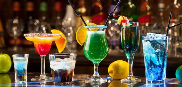 Si optas por ello, empieza por una carta básica de cócteles clásicos (Margarita, Dry Martini, Mojito, Manhattan, Cosmopolitan, Old Fashioned…). Más tarde, podas incluir cócteles de autor.
