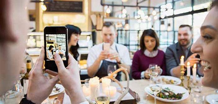 Otra de las razones por las que Instagram Stories va como anillo al dedo de la hostelería es la inmediatez. Un uso habitual que permite es mostrar a la clientela el menú del día de una manera diferente.