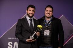 09-Chema de Makro entrega el premio a TheBestRestaurant independiente a El Pimpi de Malaga