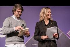10-Marcos Alves de ElTenedor entrega el premio a la mejor franquicia digital