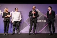 12-Unilever food solutions entrega el premio al mejor chef Digital TheBestDR19 a Mario Sandoval