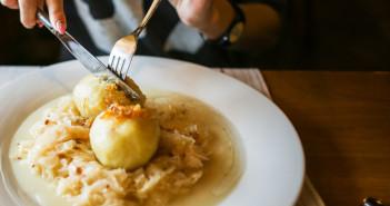 los-clientes-elige-un-restaurante-por-los-comentarios-en-las-redes-sociales