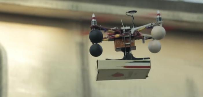 Un-restaurante-de-Bombay-utiliza-un-drone-para-entregar-una-pizza-a-domicilio