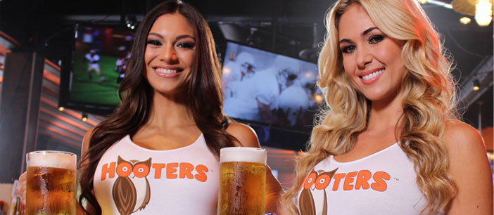 Hooters waitresses serving