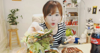 'Mukbang' o cómo ganar miles de dólares comiendo frente a una cámara