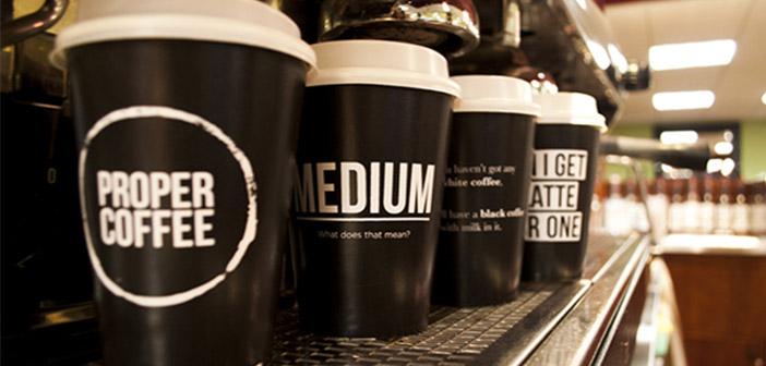 Propper est une boutique coffe indépendante qui non seulement servi le café, mais aussi des gâteaux faits maison et des plats délicieux