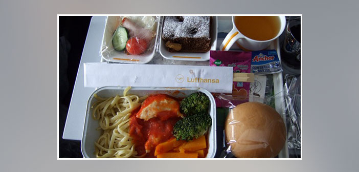 Lufthansa---Dinner-in-economy-class