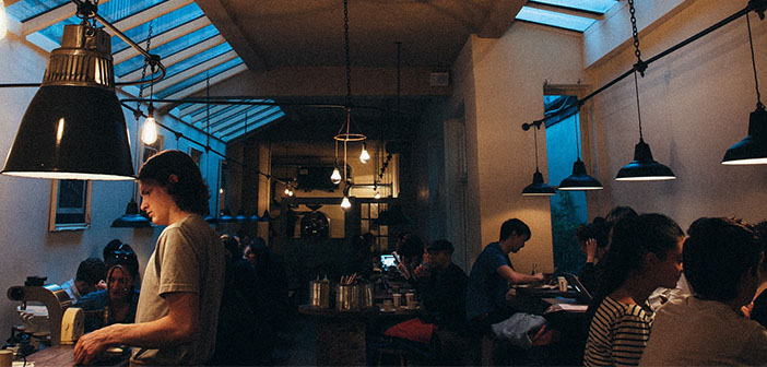 Un restaurant devrait être actif sur les réseaux sociaux avec les clients