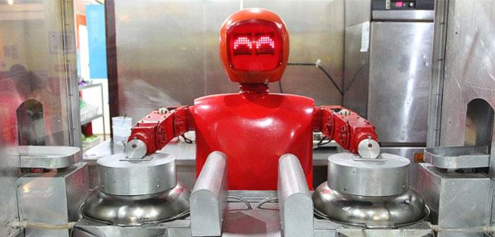 Cette nouvelle aventure robotique veut lancer Andy Puzder, PDG de la chaîne de restauration rapide américaine Carl Jr. L'entrepreneur veut ouvrir un restaurant maintenant employés humains libres, seules les machines,.