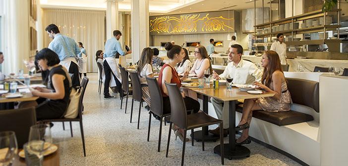 Les travaux dans le domaine de un restaurant s'engage constamment à appliquer la pensée latérale: générer et évaluer toutes les alternatives possibles avant de commencer à travailler sur l'un d'eux.
