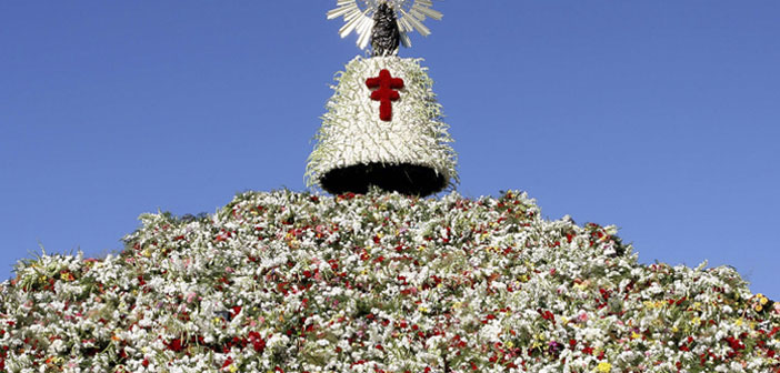 La Virgen del Pilar and her mantle of flowers.