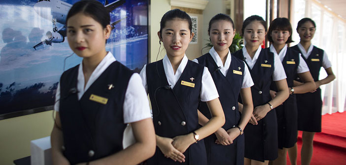The staff greets customers outside the plane restaurant dressed as flight attendants and flight.