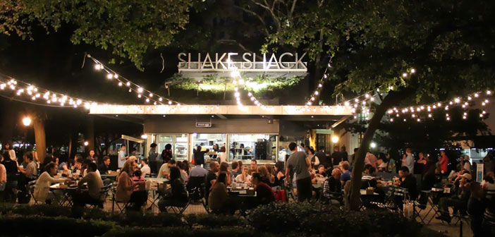 Se llama Shake Shack, and the truth is not born with the idea of ​​becoming a fast food franchise, but rather the opposite. His story began with a simple hot dog cart on the famous Big Apple, and New York.