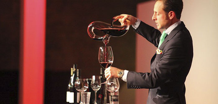 "Perhaps the Austrian company Riedel are the epitome of sophistication. Rober Parker dice: & Quot; they are the best glasses for both technical use and for enjoyment ""and"" the effect on quality wine is deep ""."