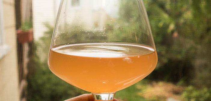 Y aflora, o más bien continúa, una tendencia que también en estos últimos años ha bañado nuestro país, las cervezas artesanas.
