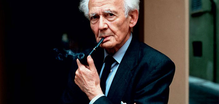 Zygmunt Bauman fue un sociólogo, filósofo y ensayista polaco de origen judío. Su obra, que comenzó en la década de 1950, se ocupa, entre otras cosas, de cuestiones como las clases sociales, el socialismo, el holocausto, la hermenéutica, la modernidad y la posmodernidad, el consumismo, la globalización y la nueva pobreza. Desarrolló el concepto de la «modernidad líquida», y acuñó el término correspondiente. Junto con el también sociólogo Alain Touraine, Bauman recibió el Premio Príncipe de Asturias de Comunicación y Humanidades 2010.