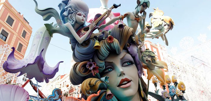 One of the most famous festivals in Spain's enjoy, especially in the area of ​​Valencia, from the 15 until the day 19 of March. Failures attract many visitors to the city and several nearby towns, who are attracted by the lavishness of the Fallas monuments and their ninots.