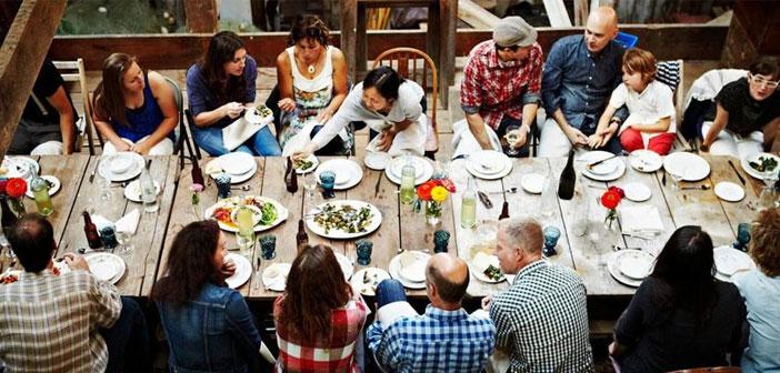"""Las nuevas apps de """"Airbnb gastronómico"""", como se les viene llamando. ¿En qué consisten? Es muy sencillo. Una persona decide recibir en su casa a gente para comer del menú casero del día por un módico precio."""