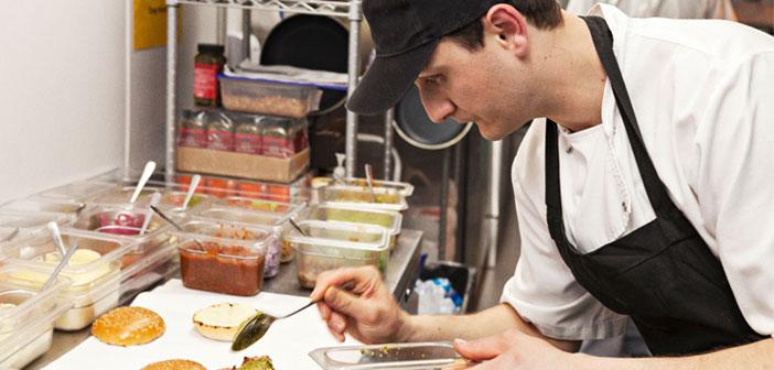 Esta iniciativa de la compañía pone al alcance de la mano la expansión de los restaurantes a lo largo y ancho de las ciudades, con costes mínimos. Según lo que explican en Engadget, la única condición es el uso de la plataforma de Deliveroo para el reparto a domicilio en todos los casos.