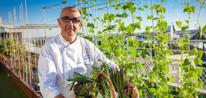 """« Toujours plus de clients recherchent des restaurants avec des produits de qualité, et nous offrons à nos légumes"""" Javier a Librero, Chef del Hôtel Wellington, le premier restaurant avec jardin de Madrid, situé sur un toit."""