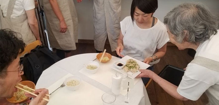 """Te presentamos """"The Restaurant Of Order Mistakes"""" (restaurant errors in order) a restaurant that employs waiters with dementia and where you place an order but knowing what to eat will bring you a surprise."""