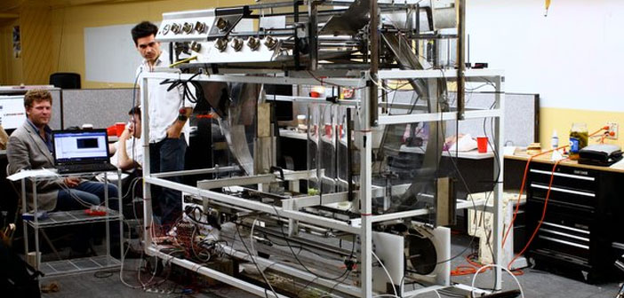 already 2012, Momentum Machines presented a robot able to produce an average of 400 burgers every hour and working completely autonomously.