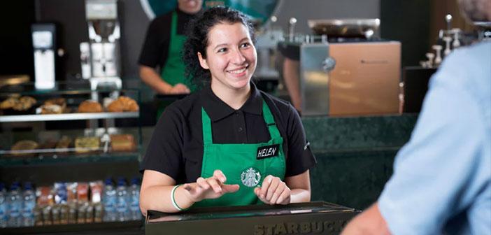 En ce qui concerne le recrutement des réfugiés par Starbucks, la société continue de se concentrer sur l'emploi de ceux qui dans le passé a travaillé comme traducteurs ou personnel de soutien pour les forces américaines en Irak et en Afghanistan.